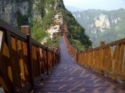 山中的棧(zhan)橋(qiao)